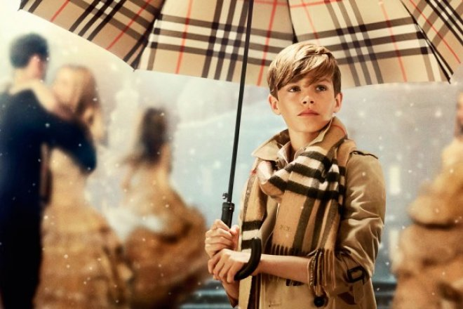 Burberry 上季度销售小幅上涨,中国大陆回暖,香港再度大跌超 20%