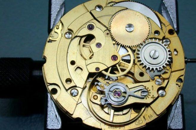 手表市场风云突变,本来计划逐步终止对第三方提供机芯的 Swatch集团又改主意了!