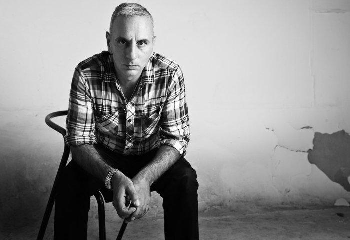 【华丽志海外品牌专栏】一个设计师有几条命?46岁丢了同名品牌和工作,Alessandro Dell'Acqua东山再起