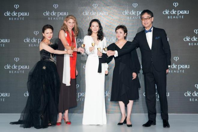 日本奢华护肤品牌 CPB 全球品牌总监接受《华丽志》专访:为何选择章子怡担任全球品牌大使