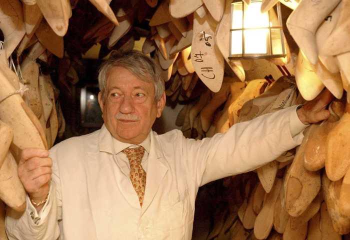 """""""为""""老佛爷""""做鞋的那个人也走了!Chanel 御用制鞋大师 Raymond Massaro 去世"""