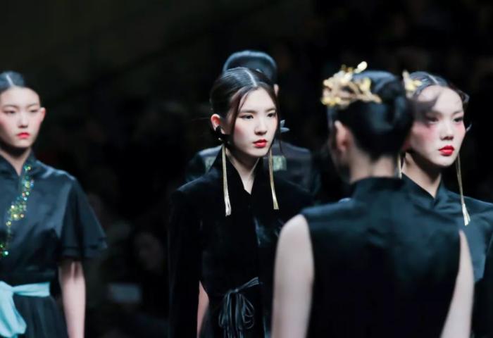 中国元素怎么用?这11个品牌在本届中国国际时装周上是这样回答的