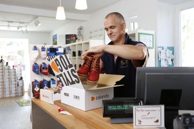 """欧洲时尚电商平台 Zalando 开放""""互联零售计划"""",为实体店在疫情期间提供免费 O2O接入"""