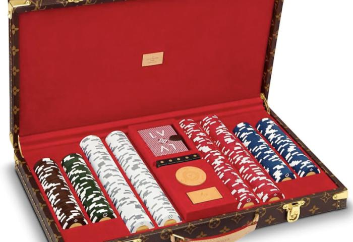 路易威登推出售价17万元的扑克套装和1.9万元的哑铃,响应疫情期间高涨的新需求