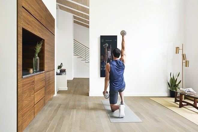 """Lululemon 五亿美元收购创办不满两年的智能健身""""镜"""" 公司 Mirror"""