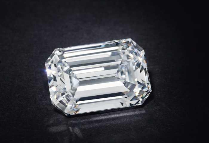 佳士得创线上钻石拍卖最高记录:一颗28.86克拉钻石拍出211.5万美元